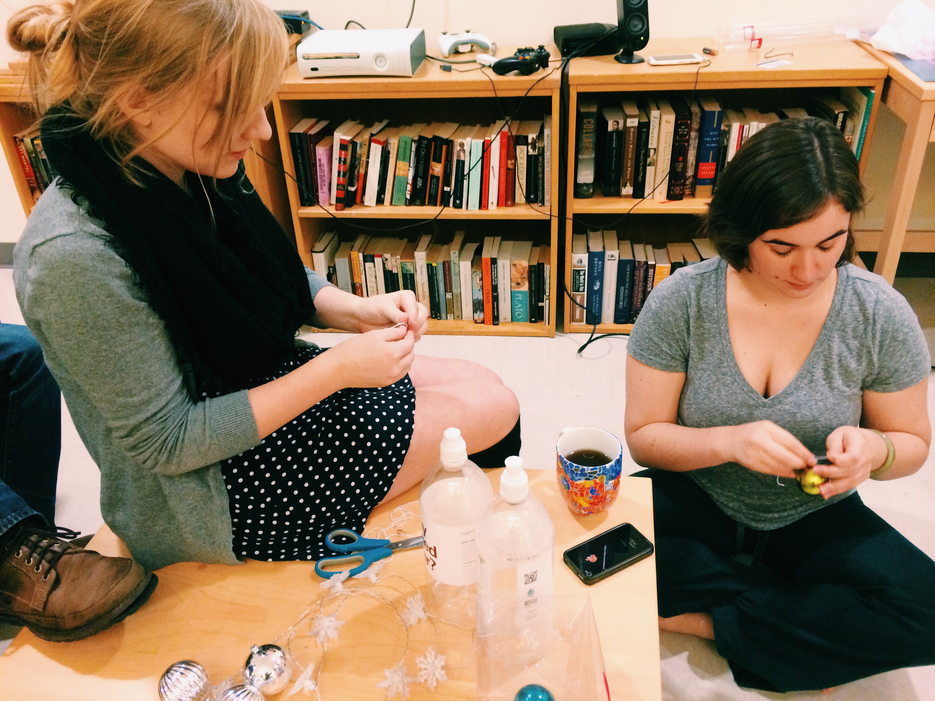 Marissa and Kristin Kerbavaz'15 stringing ornaments!